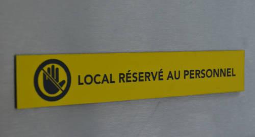 signalétique local réservé au personnel